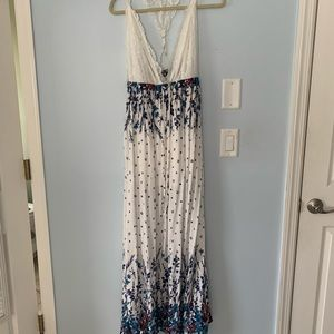 Maxi dress with white lace and floral